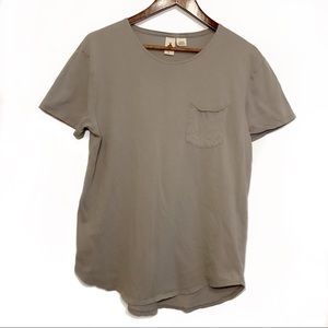 UO 3 Feather Loose Fitting Grey Tee Size Large
